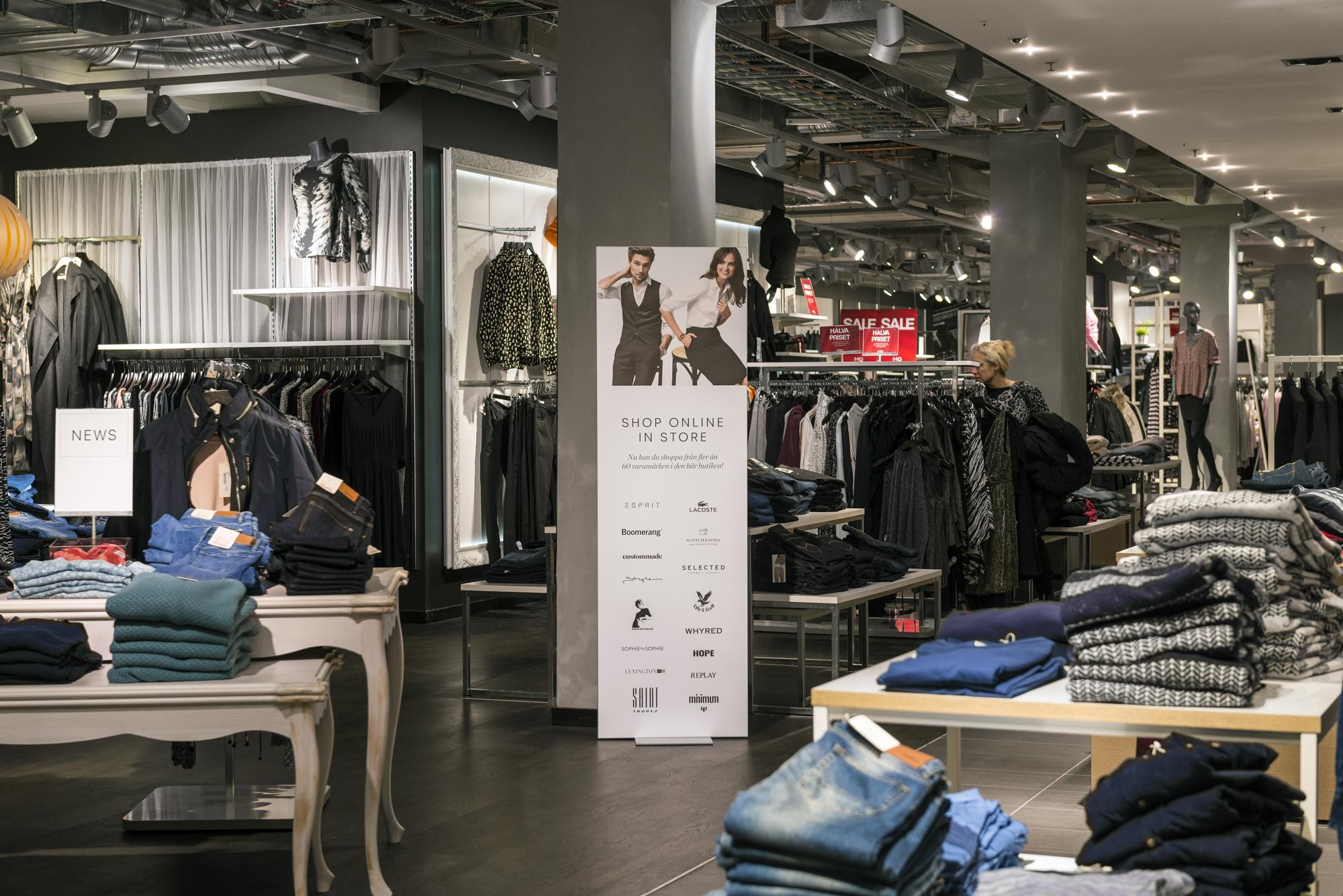 FineLine™ Retail Floor Displays