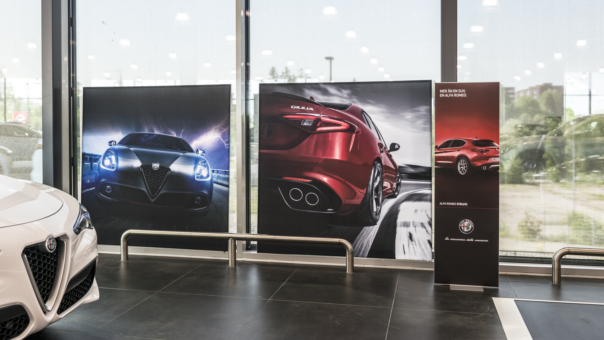 FineLine™ Retail Floor Displays